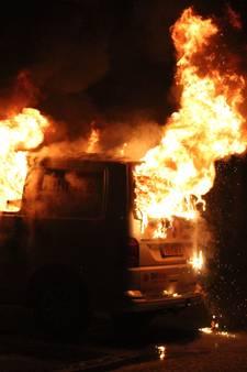 Vlammen verwoesten bedrijfsbus in Wijchen