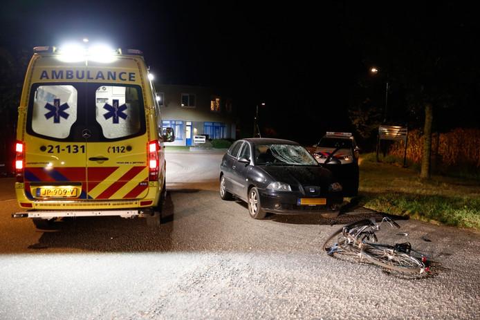 Ongeval tussen auto en fietser in Grave.