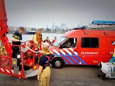 Politie en brandweer redden drenkeling uit Nieuwe Maas