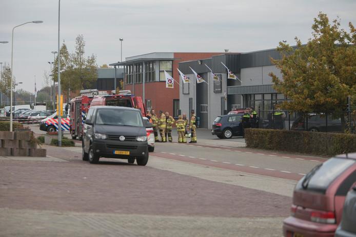 Politie en brandweer staan voor het pand in Andelst.
