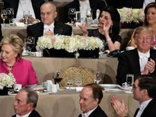 Trump en Clinton in grimmige sfeer aan één tafel bij liefdadigheidsdiner