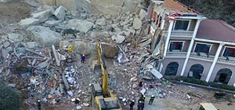Modderlawine bedelft hotel in China, twaalf doden