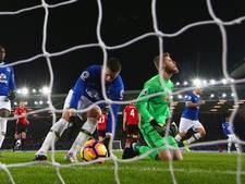 VIDEO: Everton redt punt tegen United door late strafschop