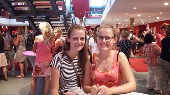 Britt (l) en Kim in CineMec.