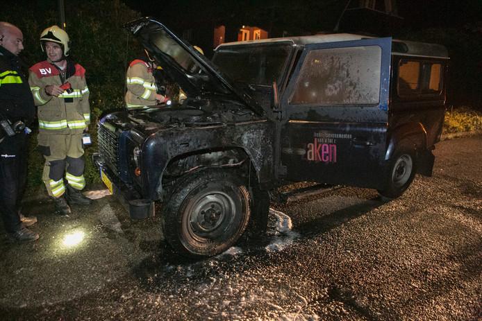 Rond 05.30 uur werd ontdekt dat de auto in brand stond.