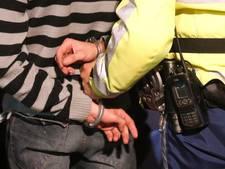 Westervoorter bespuugt en beledigt agent bij arrestatie in Almelo