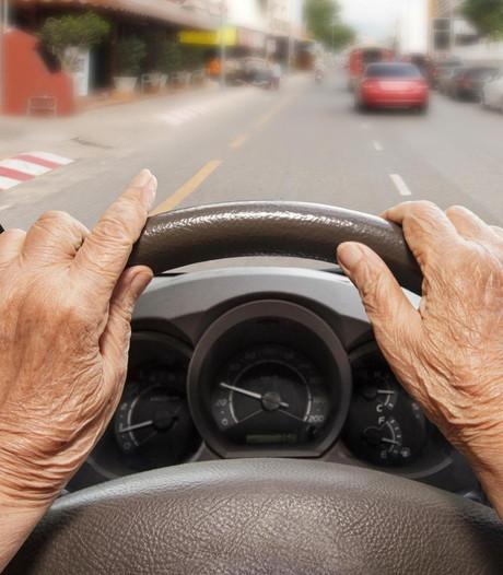 Bejaarde vrouw rijdt Duitse crèche binnen
