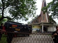 Kerkgangers overmeesteren man die priester te lijf gaat met mes
