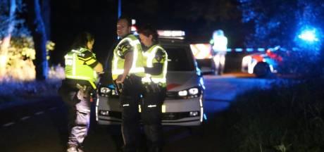 Fietsend echtpaar zwaargewond door ongeluk in Heeswijk-Dinther, twee mannen (21) rijden door maar later aangehouden