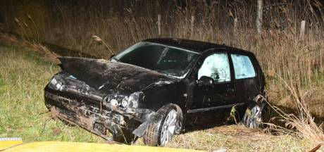Auto in de sloot bij Dreischor, bestuurder ongedeerd