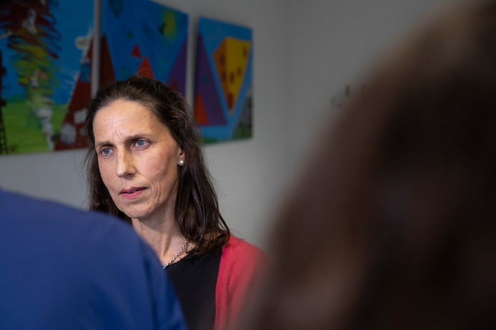 Curator Alice van der Schee moet de knoop doorhakken.