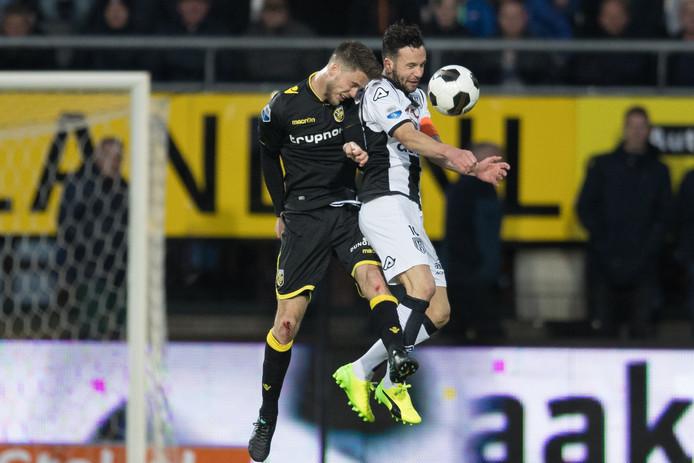 Thomas Bruns vorige week nog in actie voor Heracles tegen Vitesse speelt komend seizoen voor Vitesse.