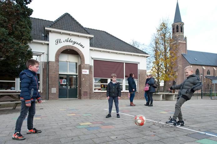 Sven, Koen en Stan kunnen mogelijk toch nog een paar jaar blijven op hun favoriete school, de St. Aloysius in Boskamp.