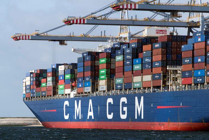 Containerschip in de Rotterdamse haven