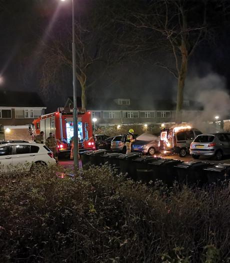 Auto brandt uit op parkeerplaats in Wageningen