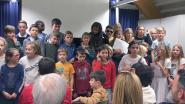 Kinderen dragen gedichten voor in bib tijdens Gedichtendag