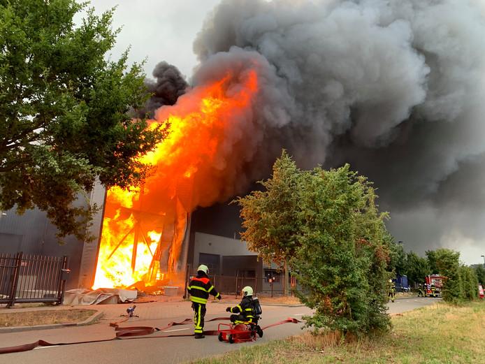 Aanmaakblokjesfabriek in brand Oisterwijk