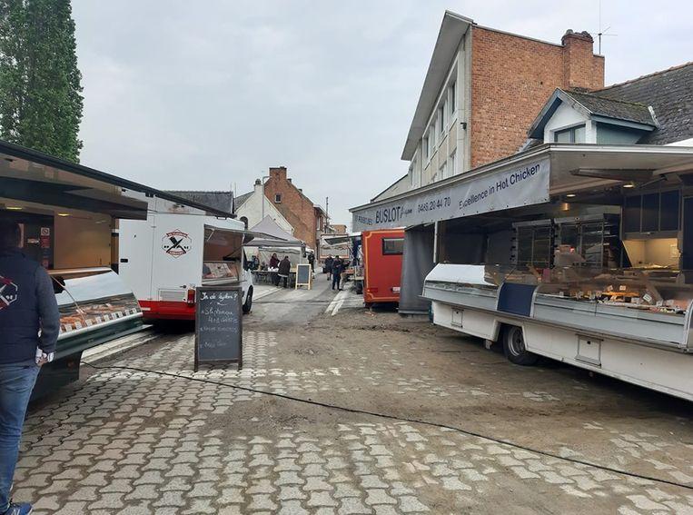 De marktkramers stellen zich nu op aan Klein Gent.