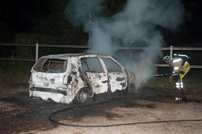 Auto brandt uit in Epse