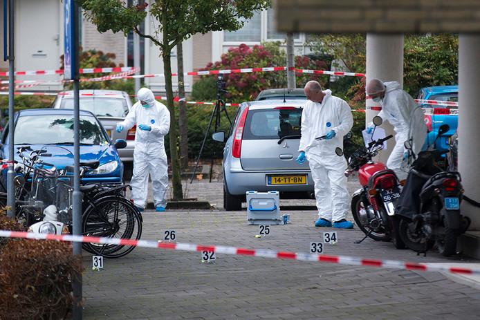 Dna-onderzoek op de plek van een misdrijf in Diemen.