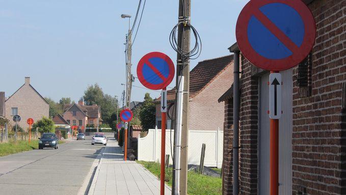 Niet parkeren hier, en dat zal je geweten hebben met 62 (!) borden op 1,8 km