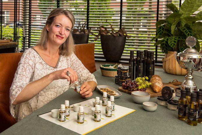 Vivan van Wordragen uit Etten-Leur noemt zichzelf olijfolie-expert. Met haar bedrijf Via Viv won ze de Rabobank Startersprijs.