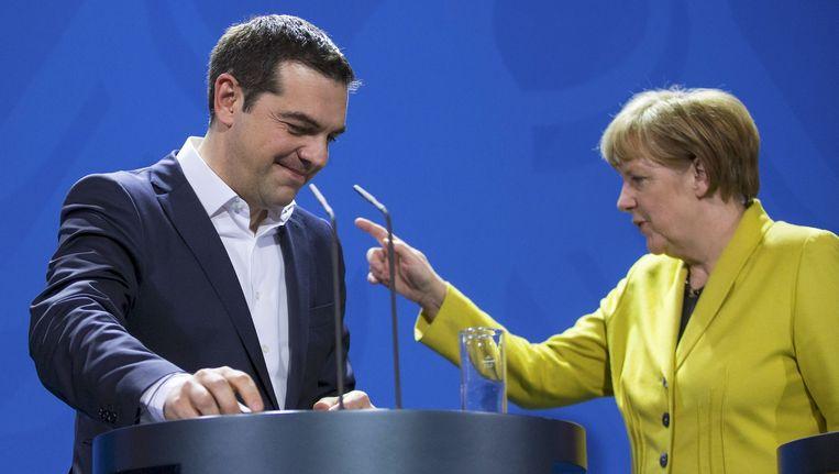 De Duitse bondskanselier Angela Merkel en de Griekse premier Alexis Tsipras. Beeld reuters