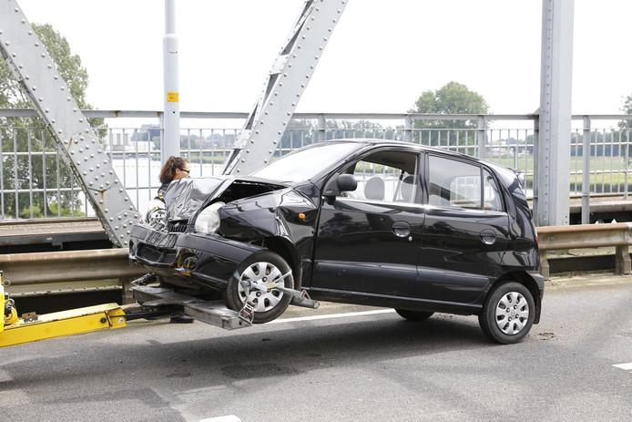 De twee auto's zijn na het ongeval afgesleept.