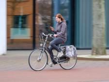 Wie heeft er al een boete gekregen voor appen op de fiets?