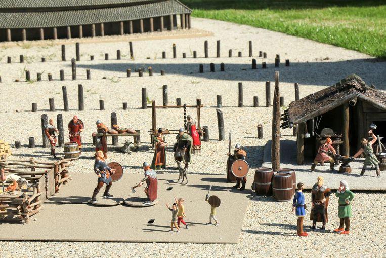 Op de maquette is onder meer een vechtscène met het vikingdorp van Trelleborg afgebeeld.