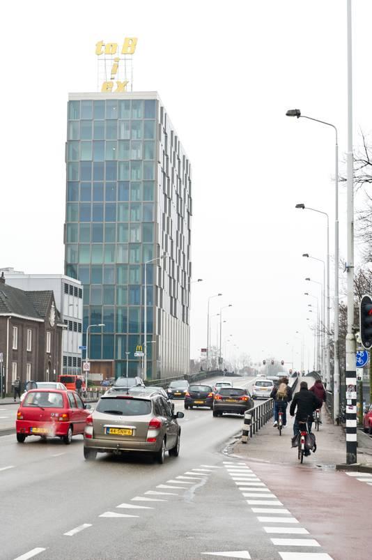 Er komt nieuw onderzoek naar de effecten van een versmalling van de Graafsebrug staduitwaarts en de aanleg van bredere fietspaden.