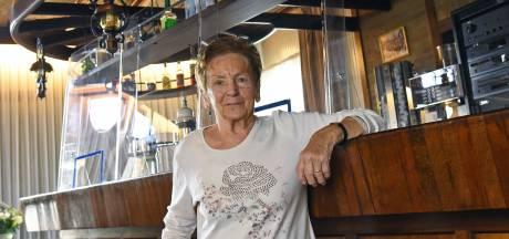 Marie (82) mist na 60 jaar de reuring in haar café In de Buitenlust in Cadzand