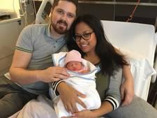 Job en Kirsten uit Vught op hun verjaardag verrast met geboorte van dochter Fayèn