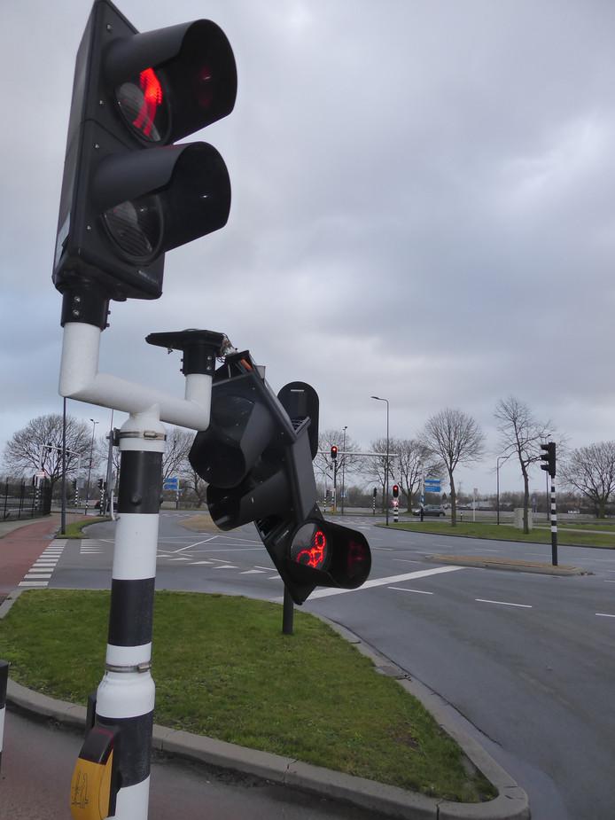 Ook op de Veemarktkade in Den Bosch knakte een stoplicht.