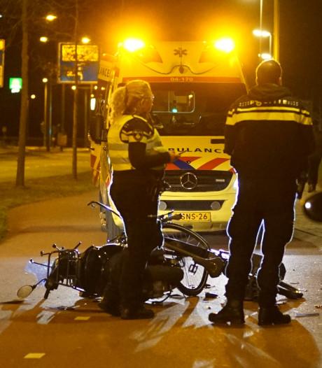 Frontale botsing fietser en snorfietser op fietspad langs Holterweg Deventer
