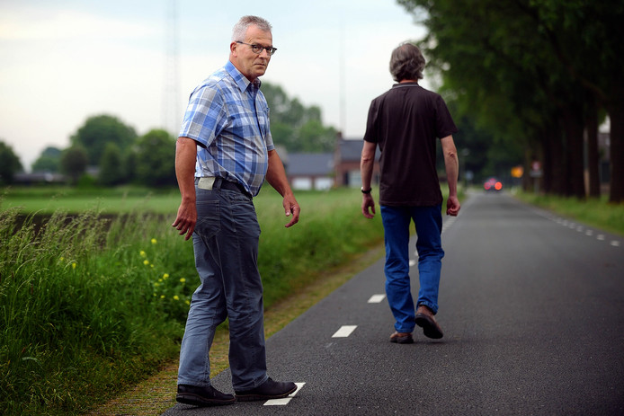 Rene Clarijs(l) is beweegcoach bij het project 'Bewegen, niet vergeten'. Peter van Trijen/pix4profs