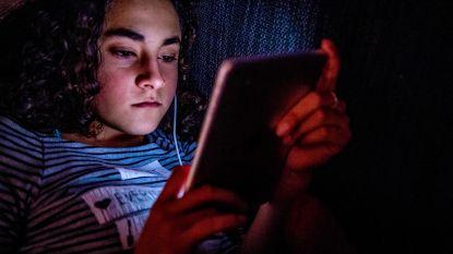 Kleuters die veel tv-kijken of met tablets spelen, ontwikkelen zich trager. Klopt dit wel?