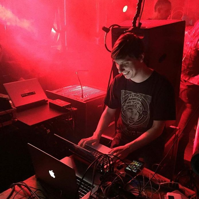 Michiel Gardner verzorgt live registraties op festival en muziekevenementen. Eerst op locatie, nu voorlopig vanuit huis.