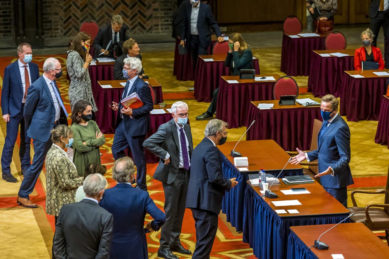 In de Eerste Kamer werd deze week al hoofdelijk gestemd over de corona-app van minister Hugo de Jonge (r), waarvoor een aparte wet buiten de nieuwe coronawet om is gemaakt. Beeld ANP