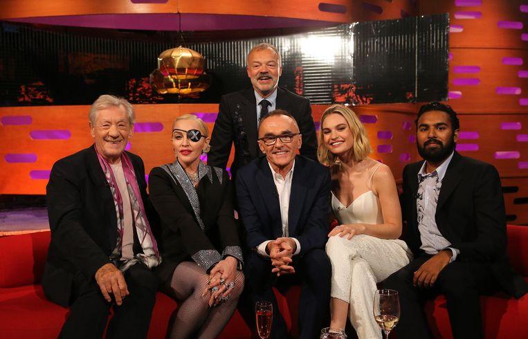 Madonna, tweede van links, maakte geen al te goede beurt tijdens de 'Graham Norton Show'. Vooral haar houding tegenover Ian McKellen (links) werd bekritiseerd.