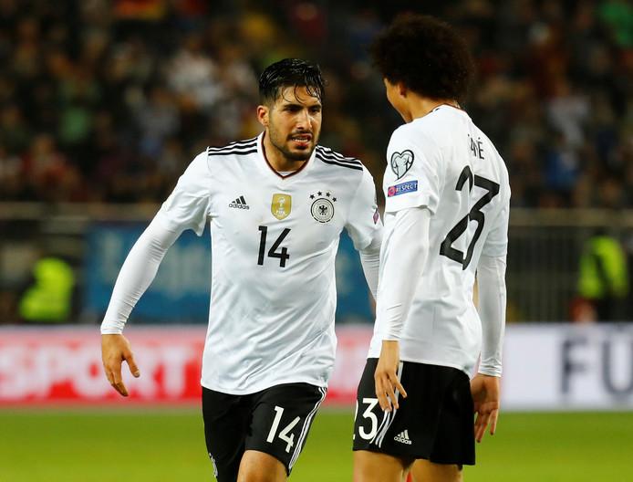Emre Can viert zijn eerste doelpunt voor Die Mannschaft met teamgenoot Leroy Sané.