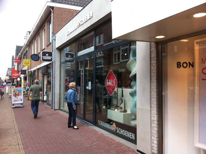 87642b3462d Schuurman Schoenen in Winterswijk opent vandaag weer na brand | Winterswijk  | gelderlander.nl