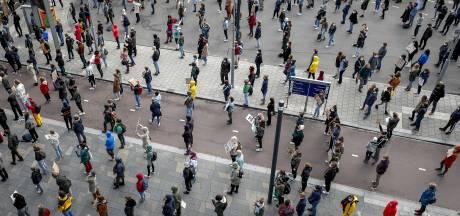 Politie probeert 'demonstratie' jeugd in Nijverdal te verijdelen