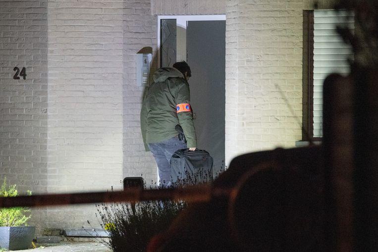 In de nacht van maandag op dinsdag werd dit appartementsgebouw in de Melkerijstraat getroffen door een granaat.