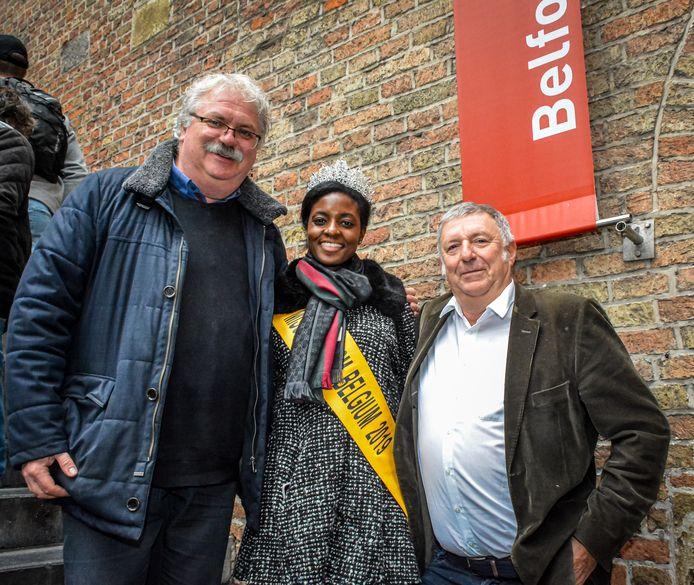 Nico Blontrock en Philip Pierins verwelkomden Miss Tourism Queen Belgium aan het Belfort.