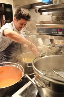 Jermain De Rozario kookt middenin aspergevelden in Nuenen