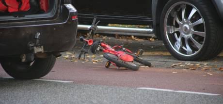 Jongen (5) aangereden door auto in Boxtel en ter controle vervoerd naar ziekenhuis