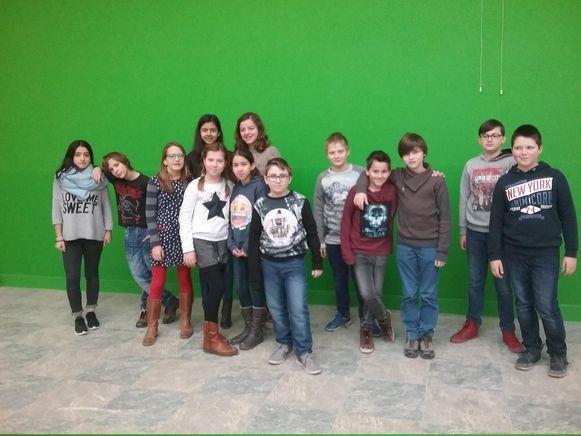 De leerlingen in hun nieuwe klaslokaal in De Luchtballon.