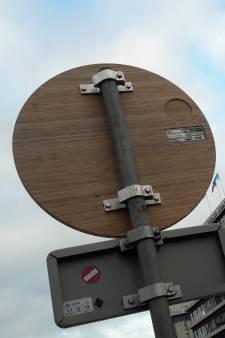 Wageningen gaat verkeersborden van bamboe gebruiken