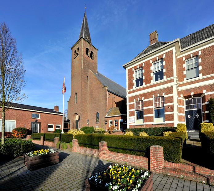 De gemeenteraad houdt voorlopig 150.000 euro apart als krediet voor het opknappen van de kerktoren in Woensdrecht. Bouwbedrijf De Nijs-Soffers is daarover nog in gesprek met het bisdom. Dit jaar wordt er een concreet plan verwacht.